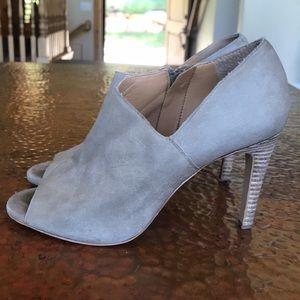{Audrey Brooke} Tan Heels. Size 7.5.